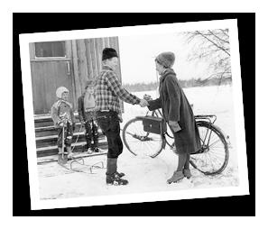 Alun perin Väestöliitto aloitti vuonna 1945 kotisisarkoulutuksen kotiapulaispulaa ja monilapsisten perheiden arkea helpottamaan.